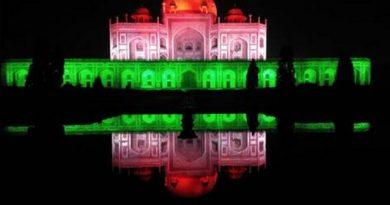 আজ ভারত বর্ষ জুড়ে তেরঙ্গা রঙে ১০০ টি স্মৃতিস্তম্ভ আলোকিত, ১০০ কোটি টীকা প্রদানের মাইলফলক অর্জন